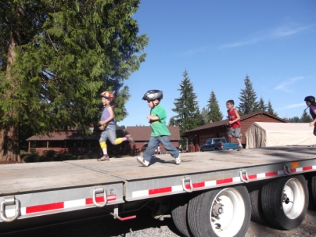 kids on trailer